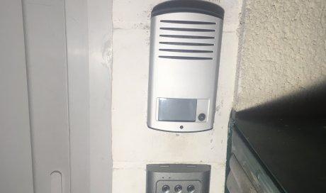 Installation contrôle d'accès par ventouse/digicode Lubersac